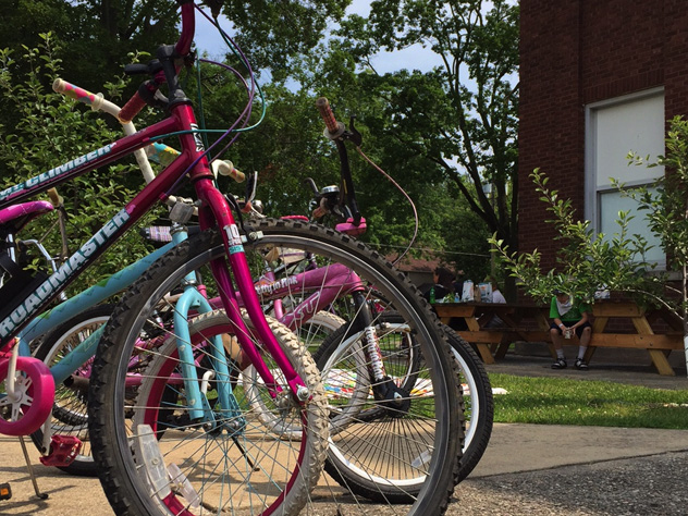 Summer lunch bikes